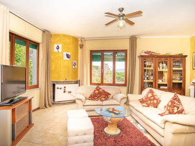 Photo for Charming Holiday Apartment with Balcony and TV; Parking Available, Pets Allowed