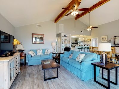 New dog-friendly cottage with two master suites, a jetted tub, and ocean views!