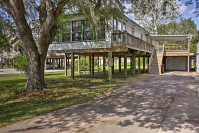 Experience the Cajun way of life from this Theriot vacation rental house!