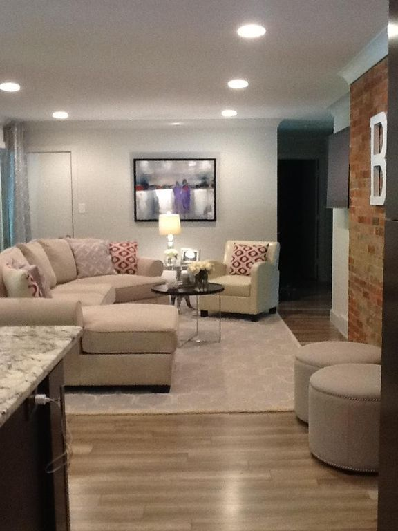 Great Home Centrally Located To All The Blu