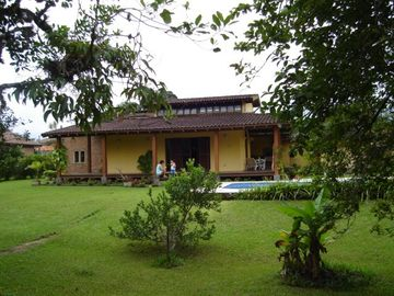 Casona with pool, 4 suites, condominium, room 4 environments and fireplace