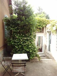 Photo for Independent room with its private bathroom, in a garden near Avignon