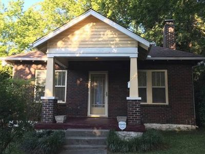Photo for Music Row Bungalow - Sweet & Homey, Walking Distance to Belmont U & Hillsboro
