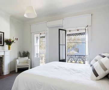 Photo for Inner-city Grand 4 bed/2 bath Terrace with Aircon + Parking