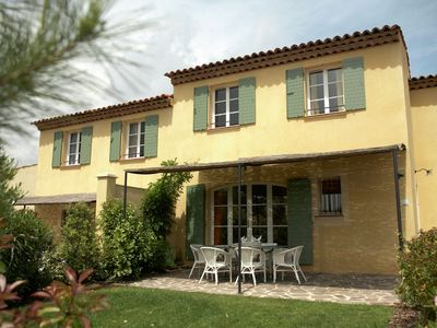 Photo for Provencal holiday home with dishwasher not far from Fréjus