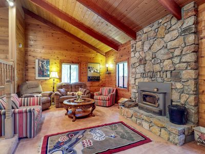 Photo for Spacious cabin with free WiFi, Netflix streaming, grill, and full kitchen!