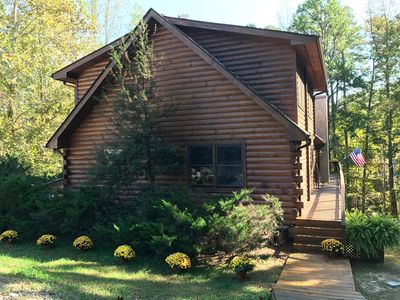 """VIEW VIDEO! WATERFRONT LOG HOME! LG FLAGSTONE PATIO/fIRE PIT/DECK/HOT TUB/77"""" TV"""