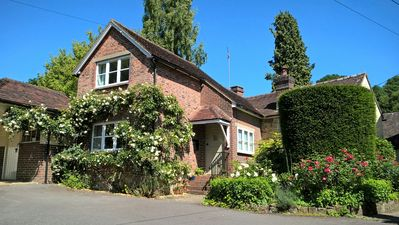 Photo for Charming newly refurbished cottage, Ashdown Forest, excellent pub