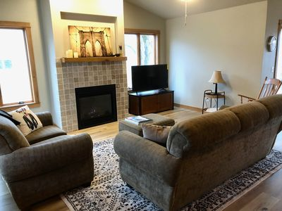 The River Bed - New Condo sleeps 6 on west side
