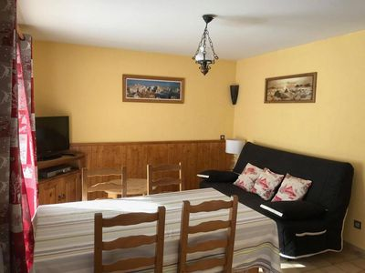 Photo for Surface area : about 37 m². Orientation : South. View mountain, garden and village