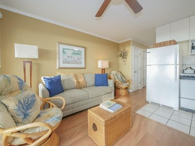 Beautifully renovated oceanfront close to dining, shopping and the beach
