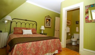 Herb Garden has a comfortable luxury queen-sized bed, approved by the Canadian Chiropractic Association.
