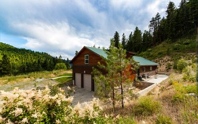 Photo for Spacious Private Lodge with Mountain Views