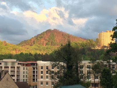 Scenic Mountain View, Comforts of Home, Footsteps from Downtown Gatlinburg