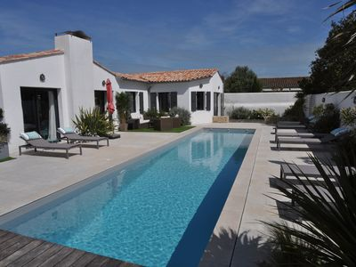 Photo for Superb villa with pool in the heart of Loix for 14 people