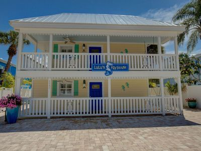 Photo for LuLu Green Right in the heart of Siesta Key Village, 4 minute walk to beach, Pool, Washer/dryer
