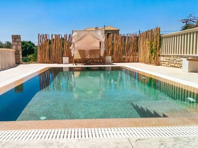 Photo for 3 bedroom Villa, sleeps 6 in Livadákia with Pool, Air Con and WiFi
