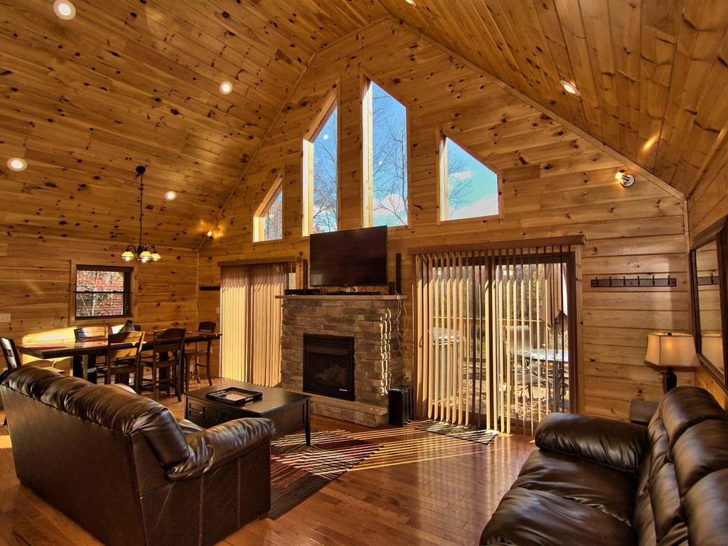 Cabin With Fireplace And Jacuzzi In New York 1611doctoroco