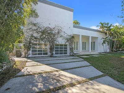 Photo for 6br/ 6.5ba Beautiful Modern Mansion in WPB w/ a Pool- Sleeps 12+