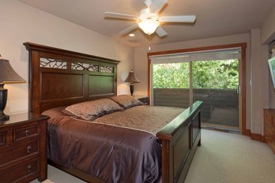 Lovely KING Bed with wall mounted TV and sundeck