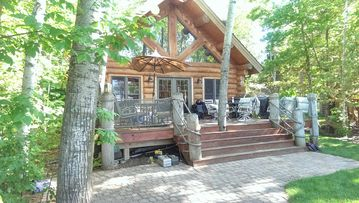 Log Cabin living on beautiful Lake Minnewawa