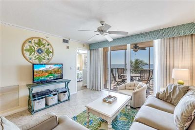 Spacious Living Room - Large comfortable couches, cable HDTV, and ceiling fan so you can enjoy your evenings with family and lots of breathing space.