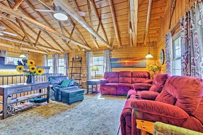 Bring the family on an unbeatable trip to this Branson vacation rental cabin!