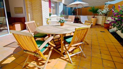 Photo for Beautiful modern well-equipped apartment close to the beach (1h from Barcelona)