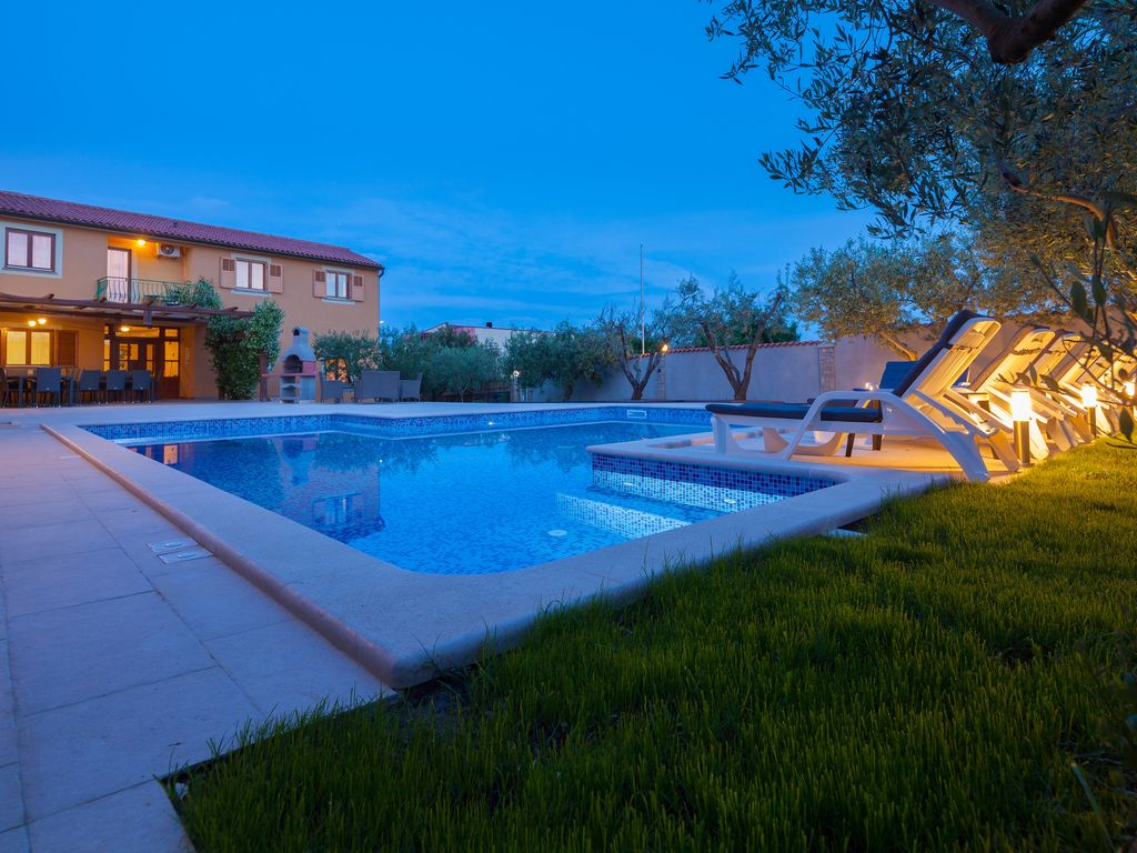 Large and spacious villa,20 persons,large 50 m2 pool, whirlpool ...