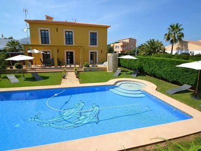 Photo for Cozy villa for 8 people with pool located near the sandy beach
