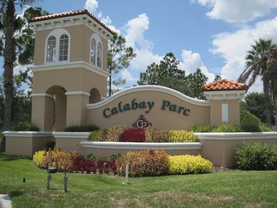 Calabay Parc community close to all attractions.