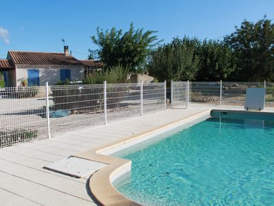 Photo for Beautiful villa 100m ², in the countryside at the foot of the Luberon between sea and mountains.