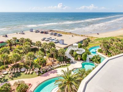 Oceanfront condo with resort amenities: shared pool, hot tubs, and more!