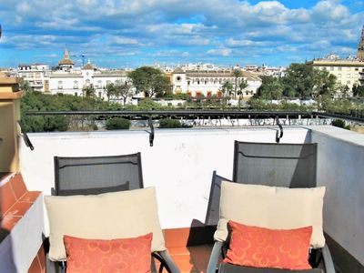 Photo for Cozy House for 8 on the Riverside in the City Centre of Seville
