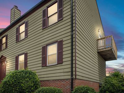 Condo 2 bedroom downtown -in the Heart of Old Town Fredericksburg. sleeps 6
