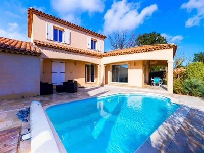 Photo for Villa Bormes-les-Mimosas, 4 bedrooms, 8 persons