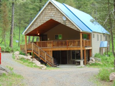 Photo for Trophy Lodge is perfect for those large family gatherings.