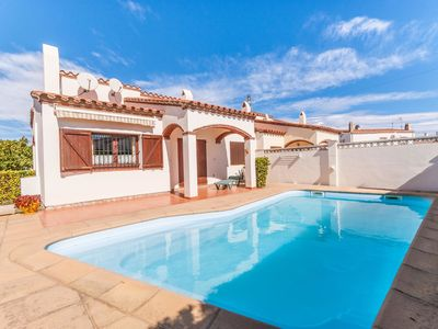 Photo for Cosy Holiday Home L'Escala with Swimming Pool