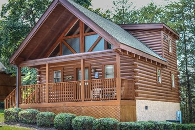 Comfortable Cozy 2 Bed 2 Bath Log Cabin Located In The Heart Of Pigeon Forge Pigeon Forge