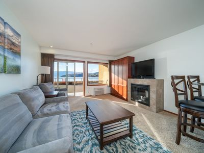 Photo for Grandview Lake View 516! Luxury Waterfront condo, sleeps up to 6!