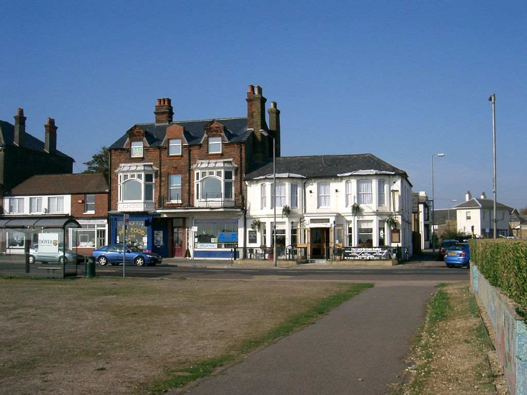 Charming Seafront Apartment In Walmer Deal