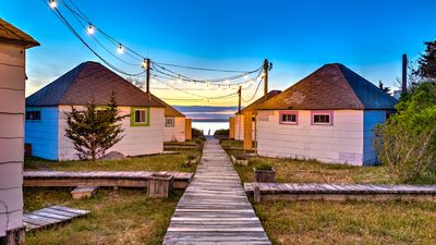 Photo for Newly renovated bayside bungalow w/ king bed, kitchen, sunroom, deck and BBQ, steps from the beach