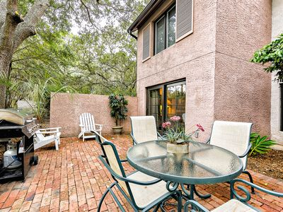 Photo for 822 Ketch Ct -Gorgeous 3BR/3.5BA! Sleeps 6! Walk to Harbour Town! Pool access included!