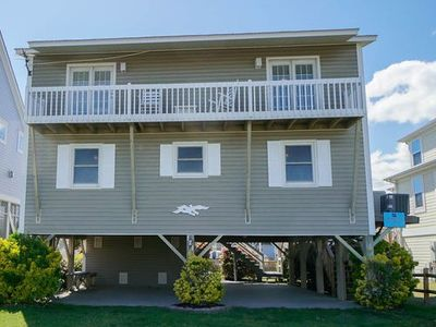 """Photo for """"Lions """"Paw"""" is a lovely 4 bedroom, 2 bath waterfront canal home that has recently been beautifully updated and offers convenient beach access!"""