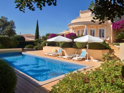 Photo for Villa with heated pool in an oasis of peace between Carvoeiro and Ferragudo.