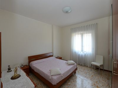 Photo for Cosy apartment, near Metro A, S. Pietro and the downtown