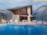 Excellent house for family holiday, close to the lake with excellent pool and scenic views