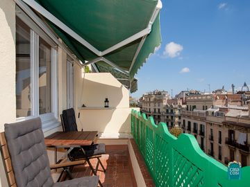 Stylish Attic Apartment with beautiful view of the city