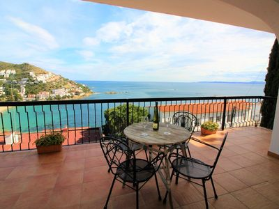 Photo for Spacious, large and pleasant terrace with wonderful sea view.