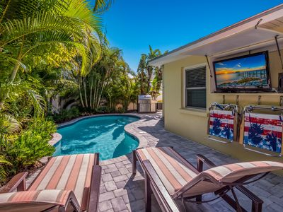 Starfish Cottage: 4 Bed/4 Bath Gorgeous Home w/Heated Pool-Super close to Beach!